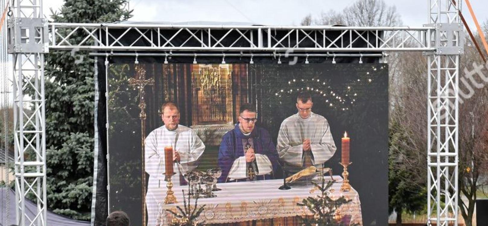 Das nächste Ritual? - Seite 24 Buehne-3-qdrte