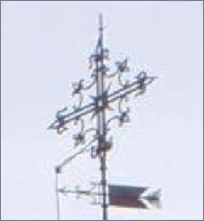 Saturn-Siegel oder Marien-Monogramm?  Turmspitze-tdl